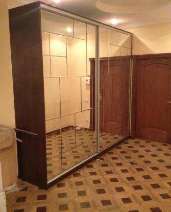 Зеркальный шкаф-купе цвета венге